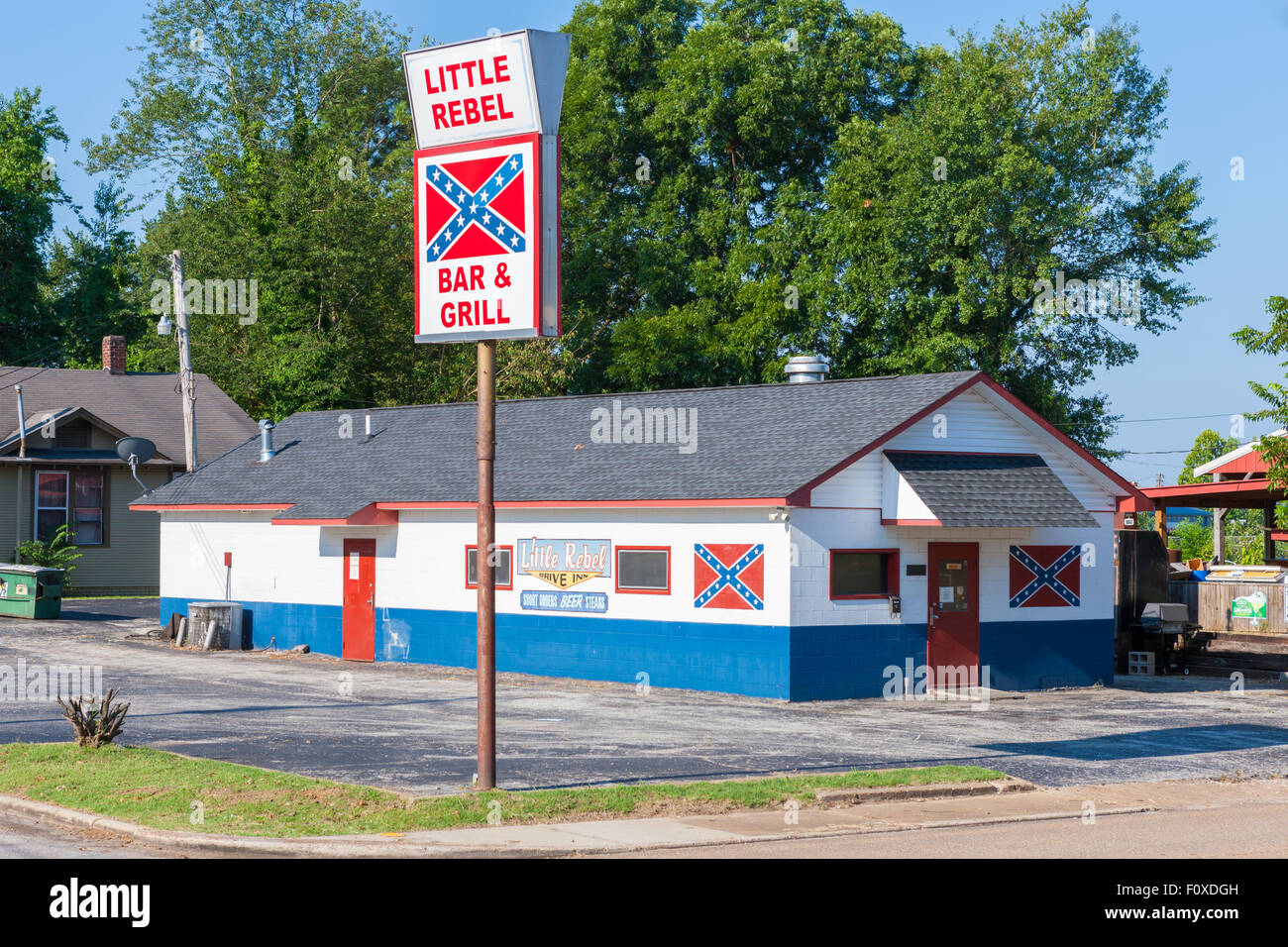 Der kleine Rebell Bar & Grill in Jackson, Tennessee. Stockbild