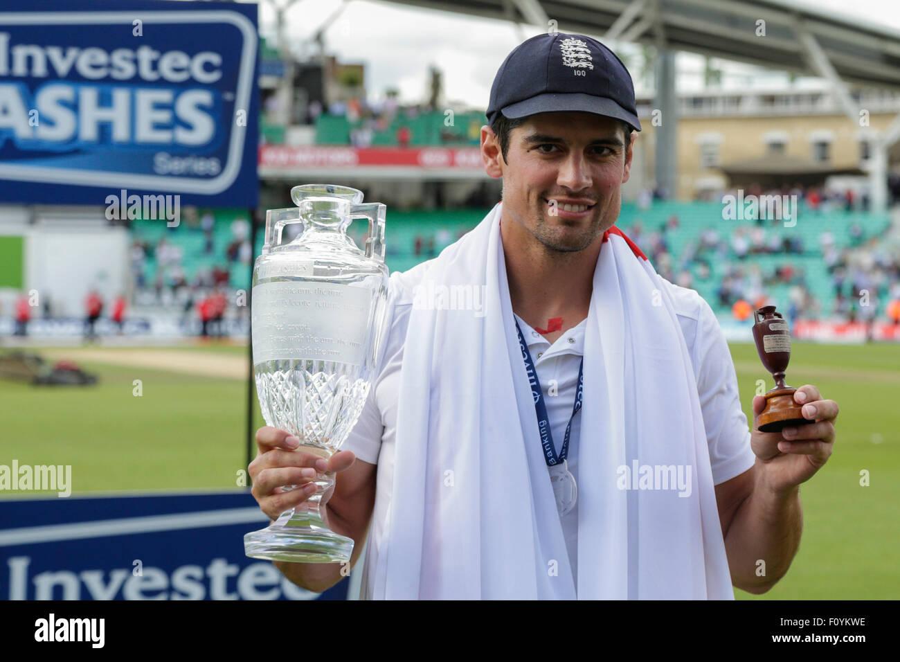 London, UK. 23. August 2015. Investec Asche 5. Test, Tag 4. England gegen Australien. Englands Alastair Cook Posen Stockbild