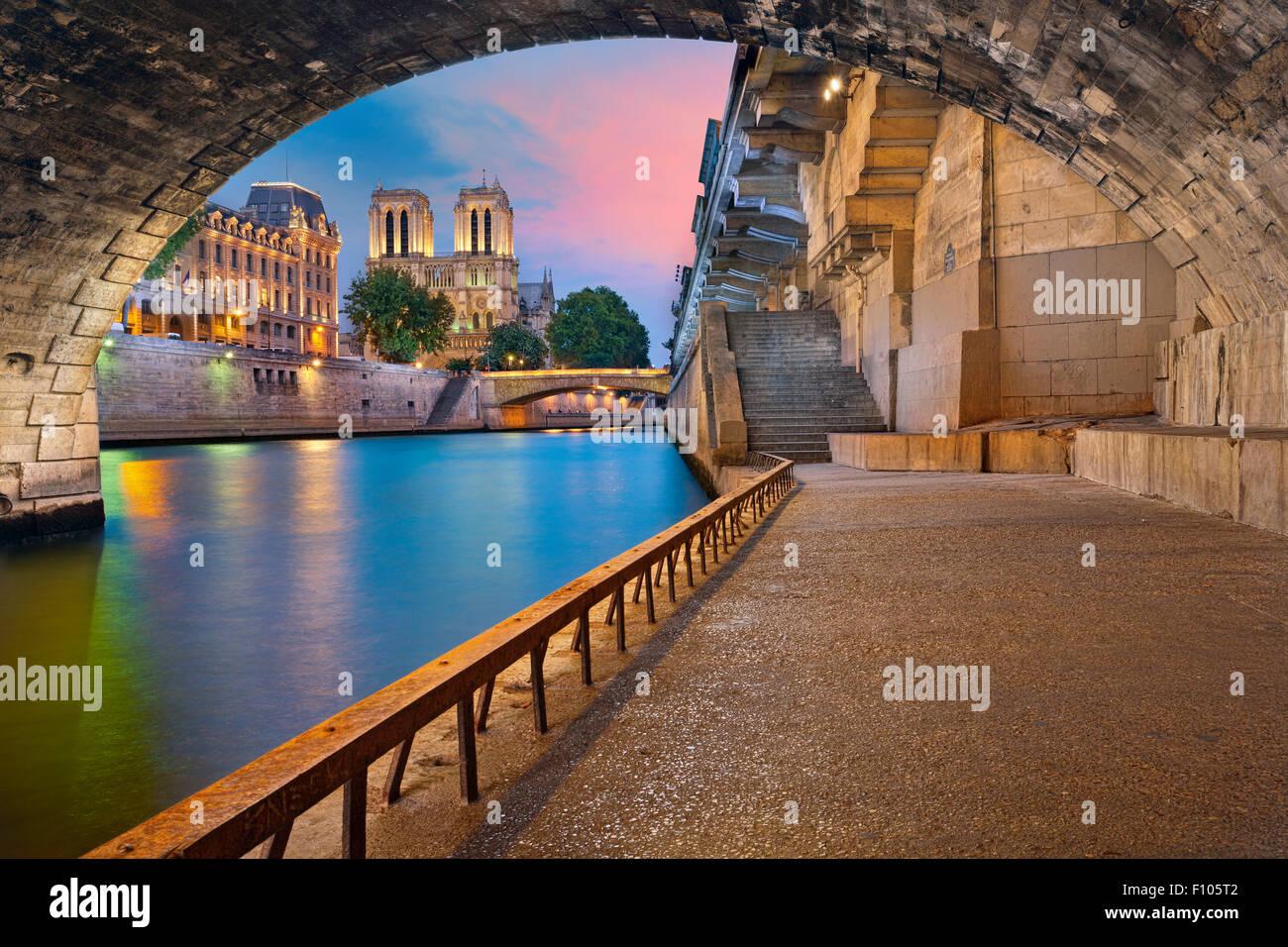 Paris.  Bild der Kathedrale Notre-Dame de Paris und Riverside Seineufer in Paris, Frankreich. Stockbild