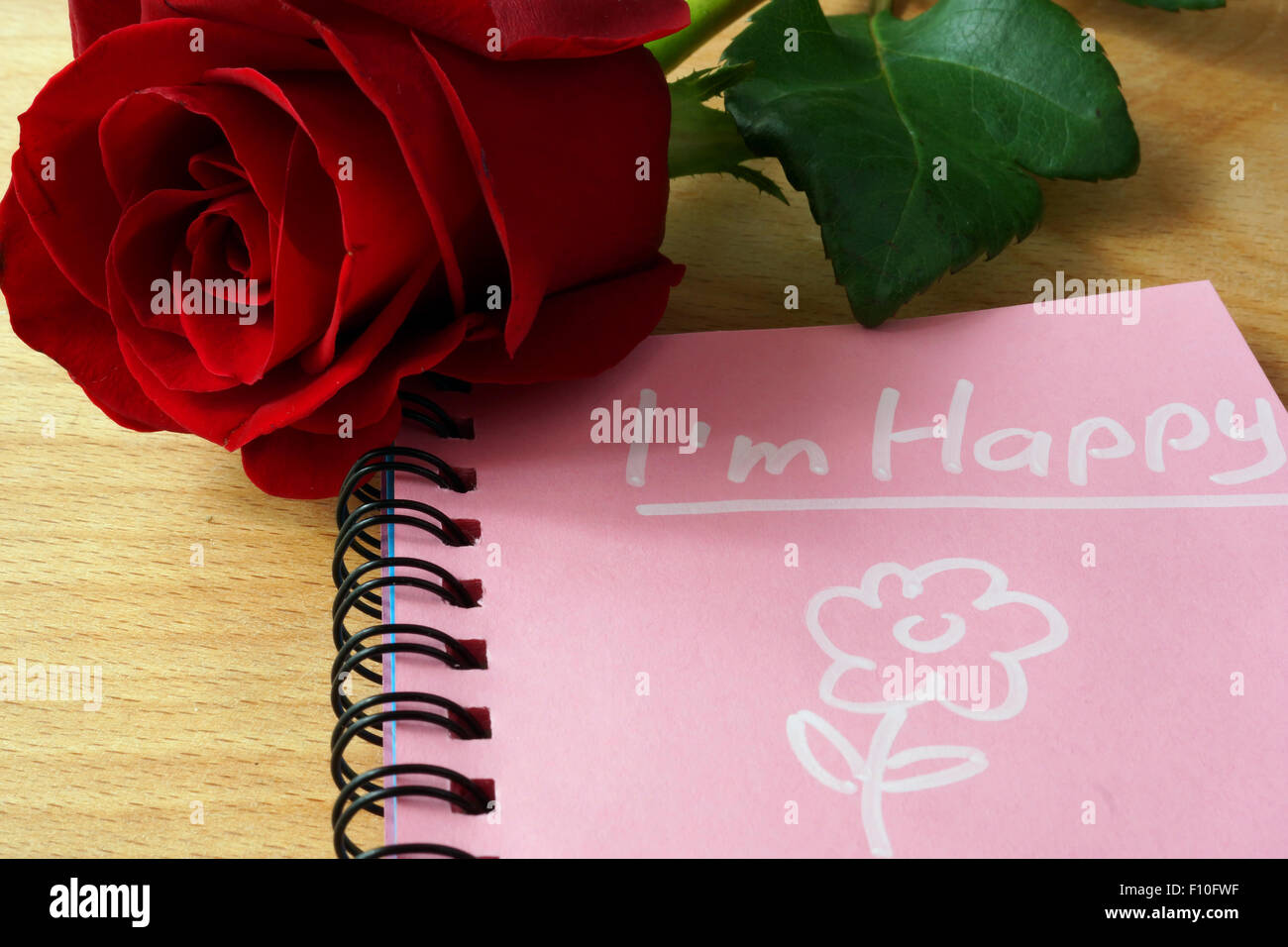 Rosa Notizblock Mit Ich Bin Glücklich Und Stieg Auf Einen Hölzernen