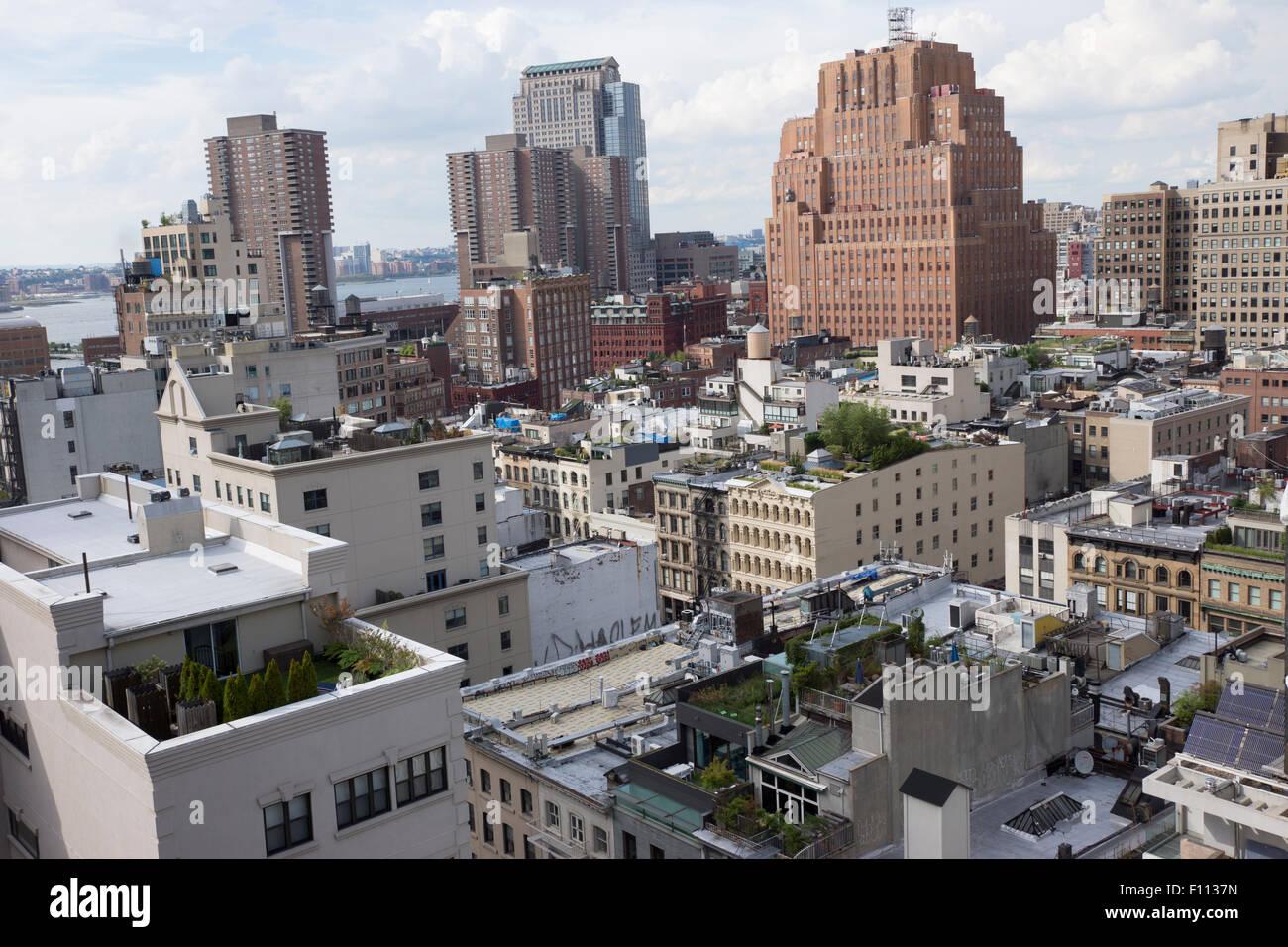 Tribeca in lower Manhattan, mit Blick auf den Hudson River. Der rote Backsteinbau ist 60 Hudson Street, ein Art Stockbild
