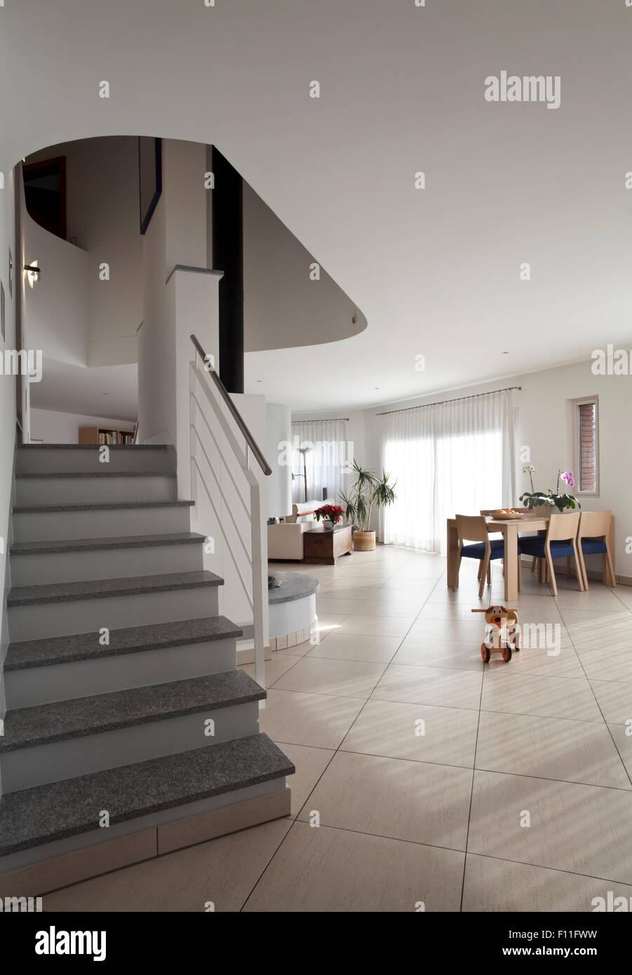 Inneren Wohnung Mit Treppen, Beleuchtung Stockbild