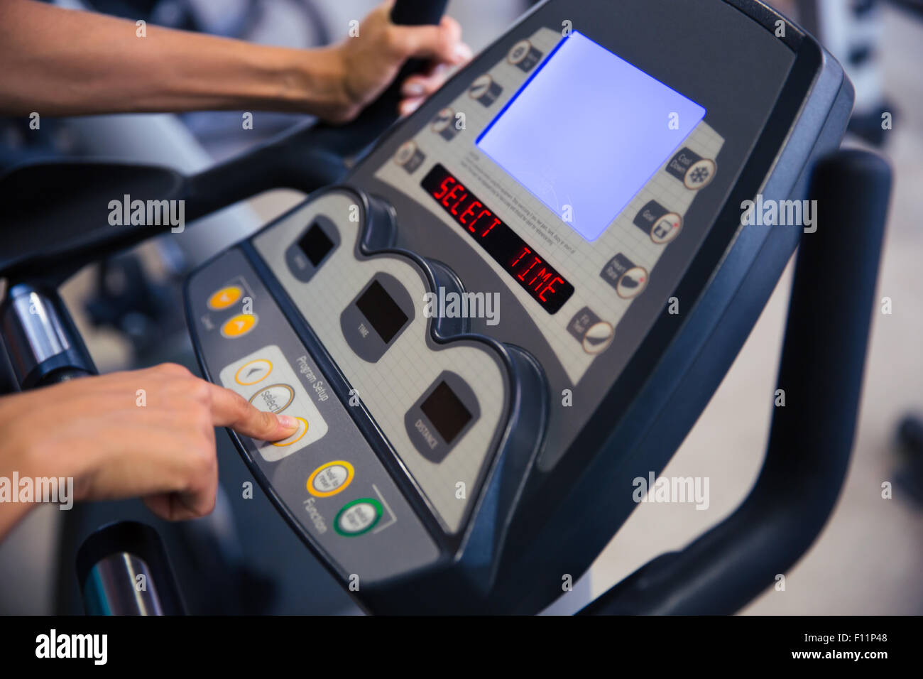Closeup Portrait der Schnittstelle der Fitness-Maschine im Fitness-Studio Stockbild