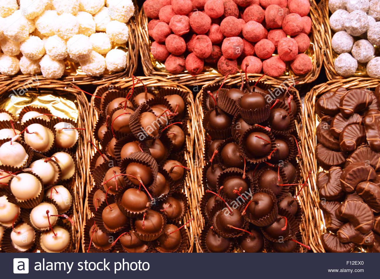 Pralinen Pralinen Auswahl bei La Boqueria-Markt in Ciutat Vella Barcelona Katalonien Spanien Europa Stockbild