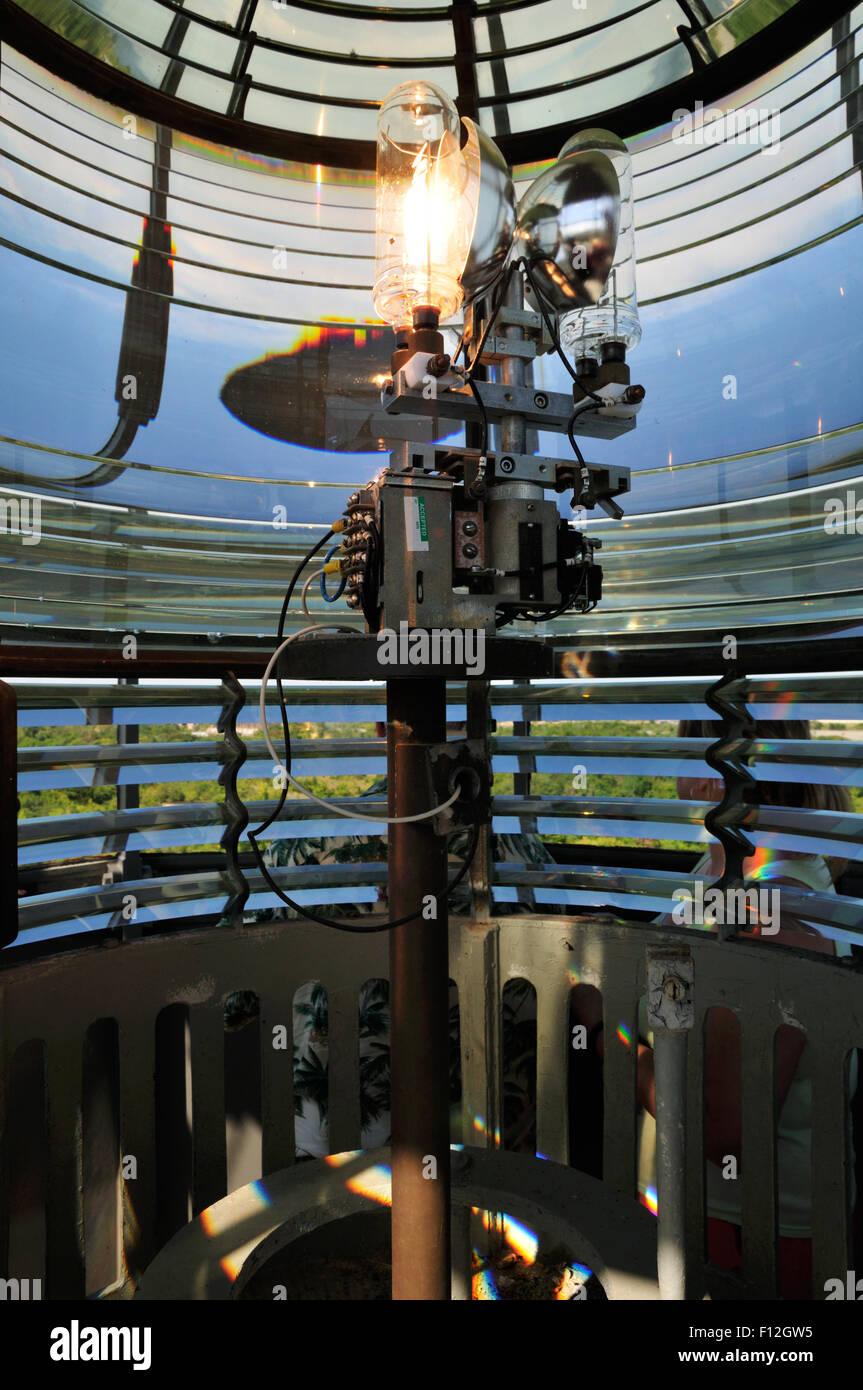 Lampe und 3. Ordnung Fresnel-Linse im Leuchtturm Sandy Hook, New Jersey. Objektiv wurde im Jahre 1856 installiert. Stockbild