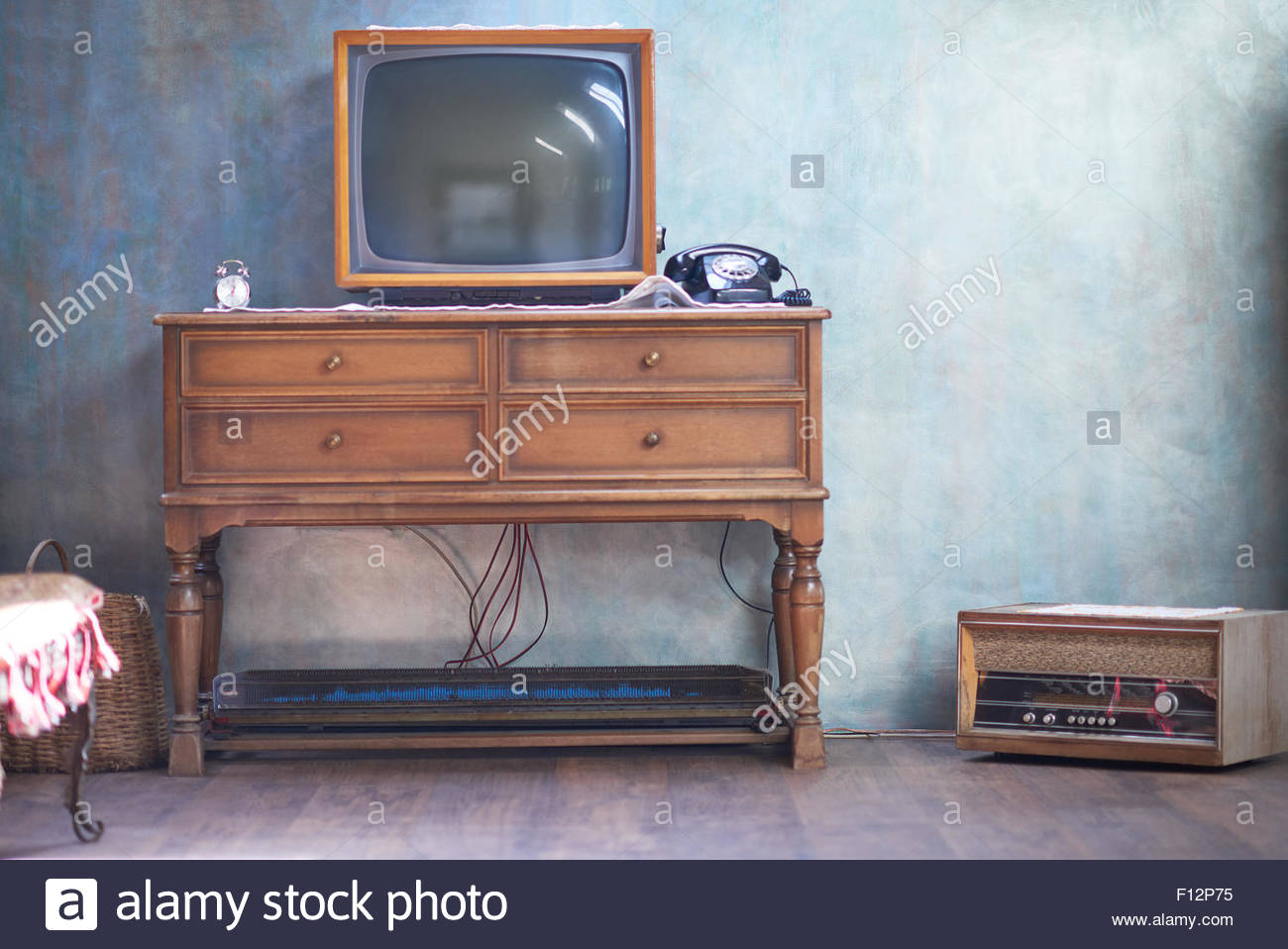 tv television show on set stockfotos tv television show on set bilder alamy. Black Bedroom Furniture Sets. Home Design Ideas
