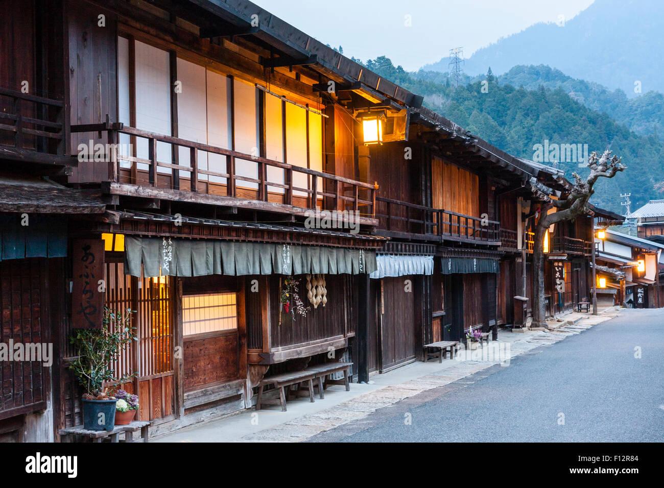 Tsumago, Japan. nakasendo Autobahn, Straße von terashita sowie Nacht ...