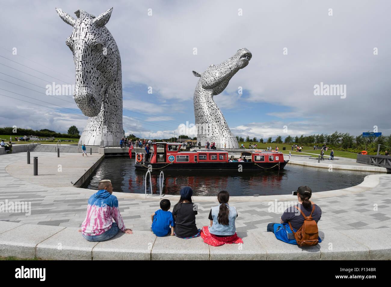 Die Kelpies Skulptur von zwei Pferden am Eingang zu den Forth und Clyde Canal im The Helix-Park in der Nähe Stockbild