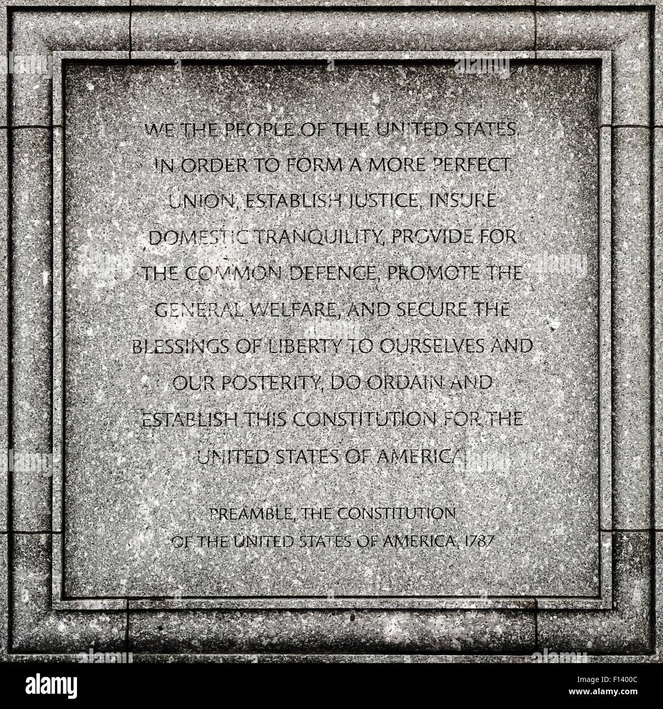 Outdoor-Detail von John Joseph Moakley United States Courthouse in Boston - Präambel der Verfassung der USA Stockbild