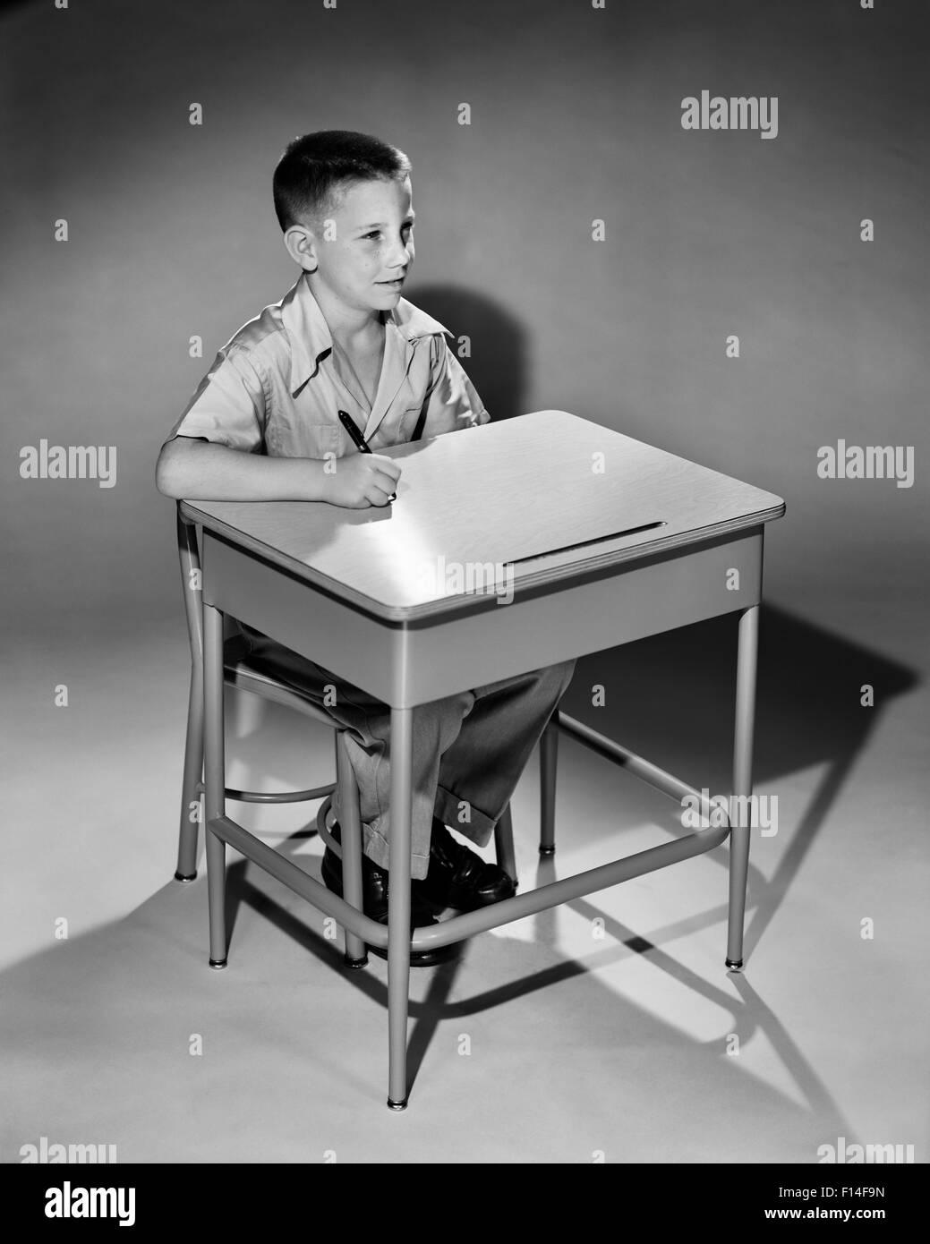 1950s classroom stockfotos 1950s classroom bilder alamy for Schreibtisch grundschule