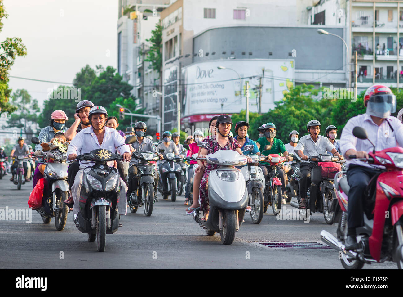 Verkehr Vietnam Saigon, Berufsverkehr Geschwindigkeiten entlang Dong Cong Quynh im Zentrum von Ho Chi Minh City, Stockbild
