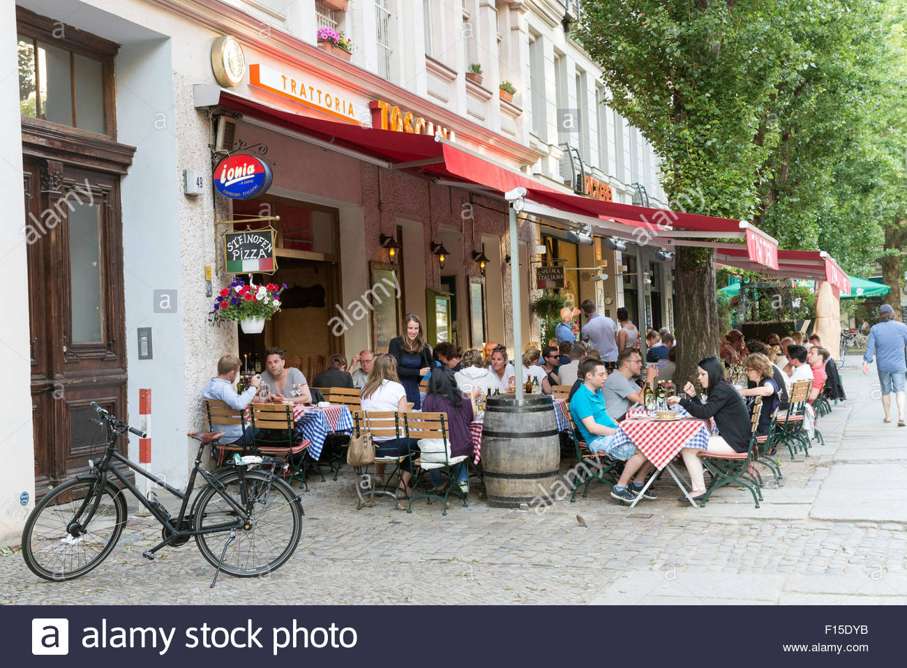italienisches restaurant im stadtteil prenzlauer berg berlin deutschland stockfoto bild. Black Bedroom Furniture Sets. Home Design Ideas