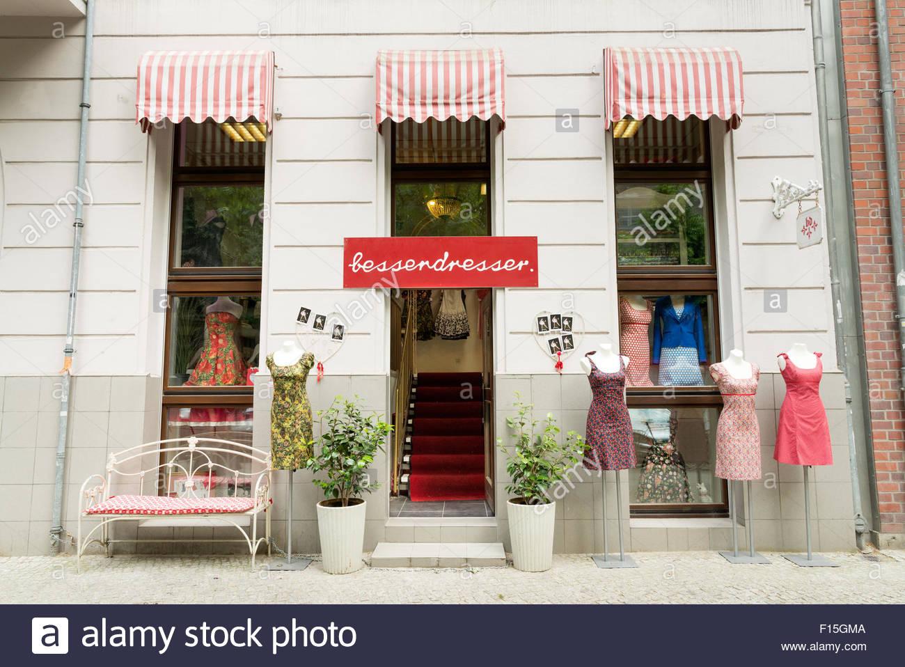 Damen Kleidung Shop auf Kollwitzstrasse im Bezirk Prenzlauer Berg, Berlin, Deutschland Stockbild