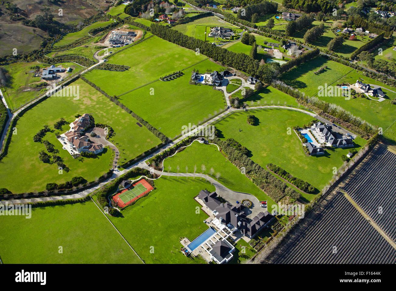 Lifestyle-Eigenschaften in der Nähe von Coatesville, North Auckland, Nordinsel, Neuseeland-Antenne Stockbild
