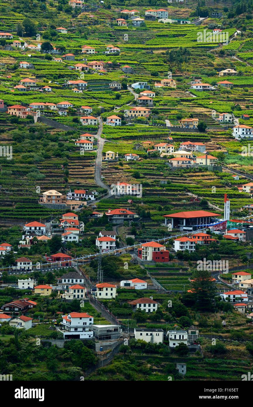 Ansicht-Dorf gebaut auf dem schrägen Boden, Corrida Das Feiteiras, Madeira, Portugal Stockbild