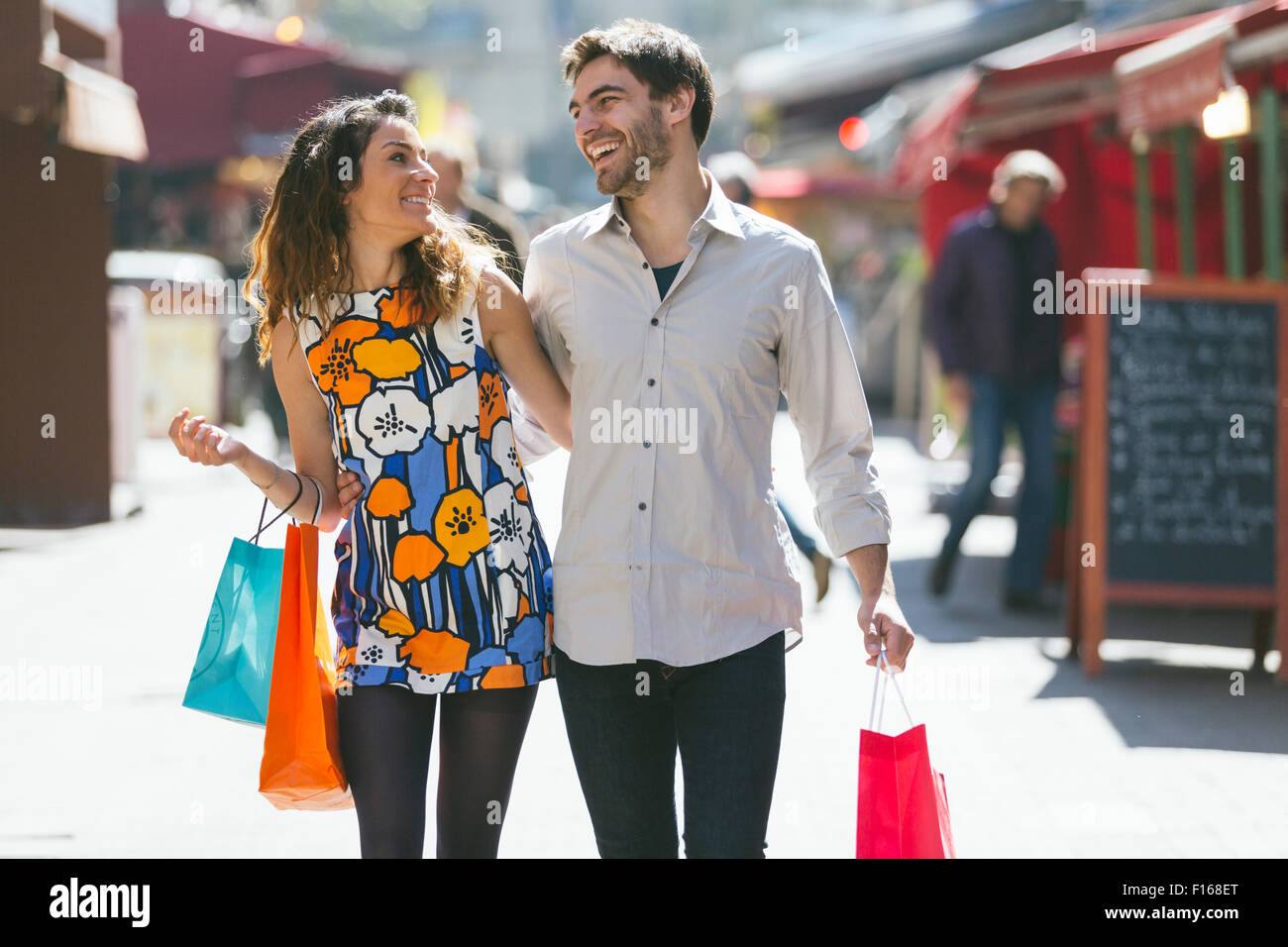 Paar, Einkaufen in Paris Stockbild