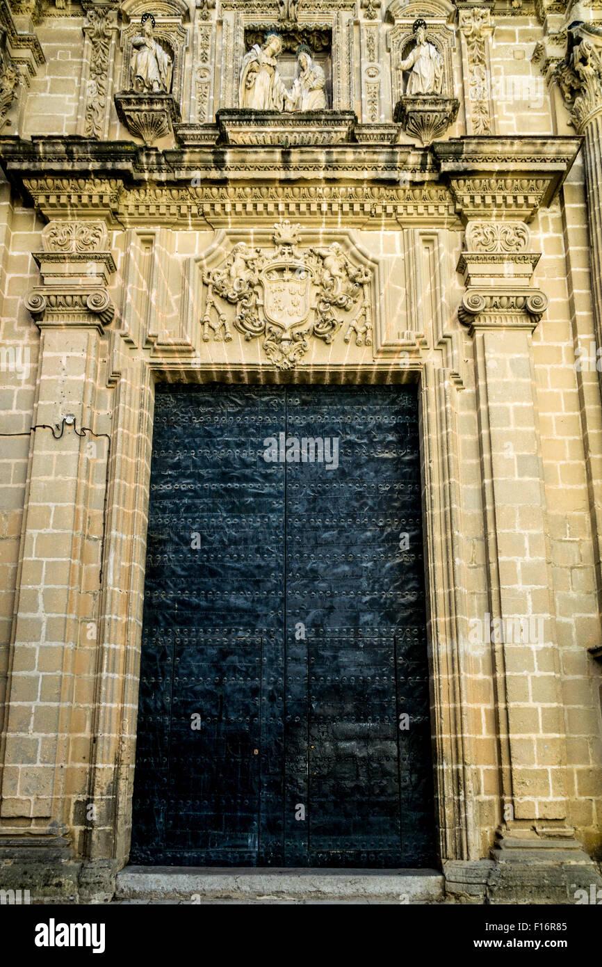 Die geschlossene Tür der Kathedrale in Jerez De La Frontera, Spanien Stockbild