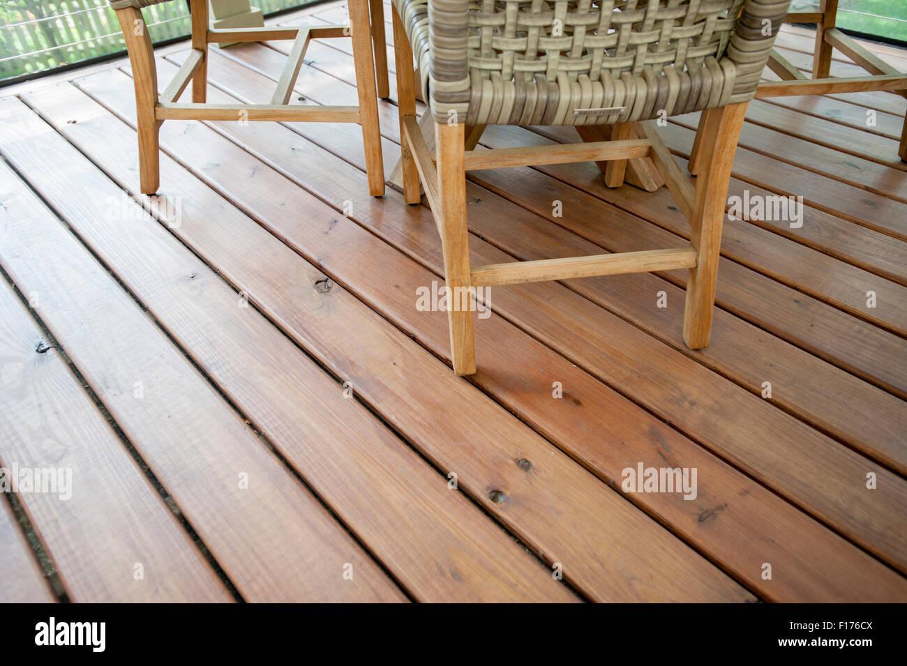 Uitgelezene Holzboden Dielen Planken in einem abgeschirmten Veranda in UP-25