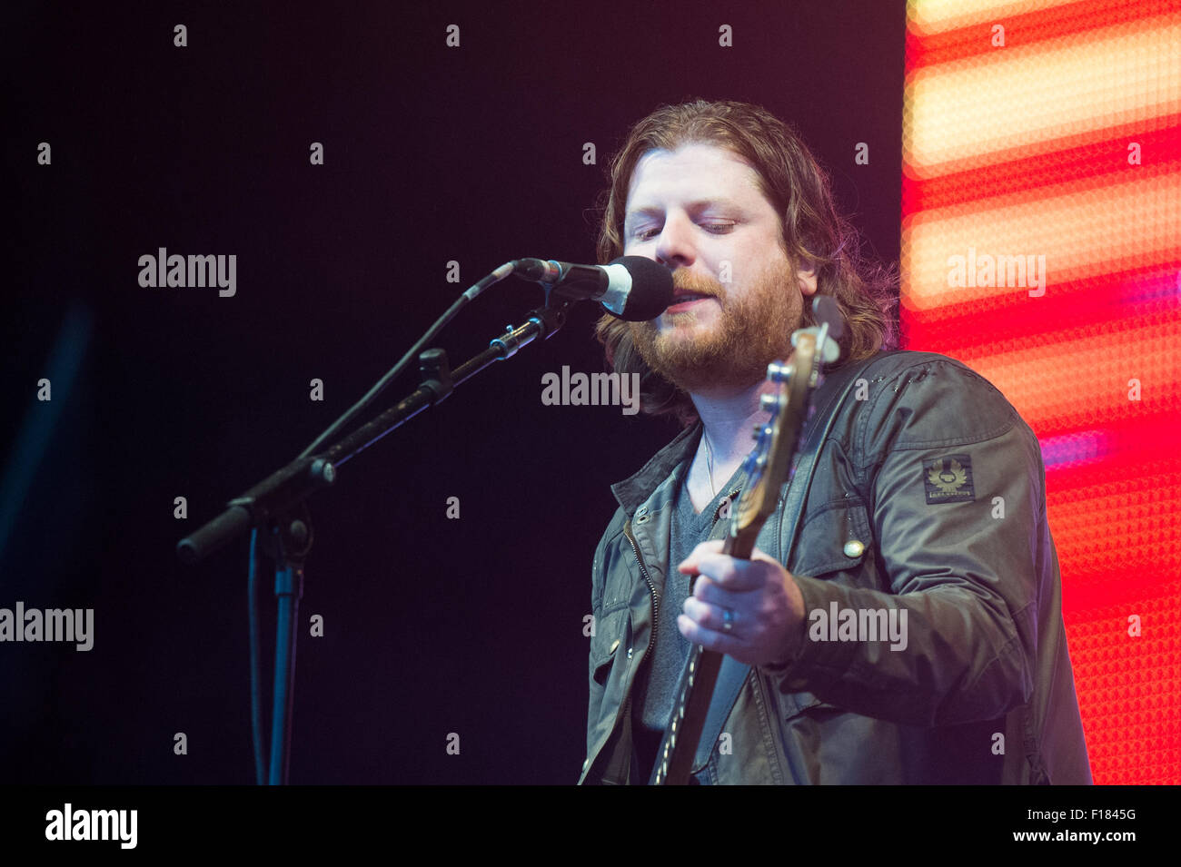 Portsmouth, UK. 29. August 2015. Siegreiche Festival - Samstag. Barry Fratelli, Bass-Gitarrist für die Fratellis Stockfoto