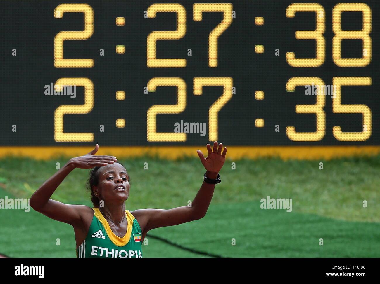 Peking, China. 30. August 2015. Äthiopiens Mare Dibaba gewinnt die Goldmedaille im Marathon der Frauen Finale Stockbild