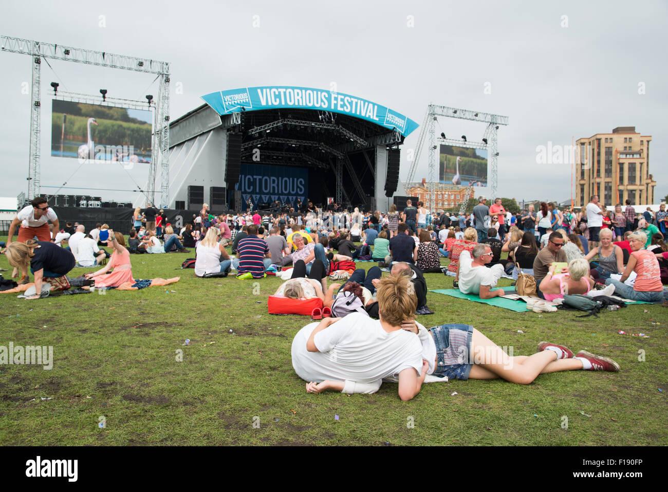 Portsmouth, UK. 29. August 2015. Siegreiche Festival - Samstag. Großen Kundenansturm auf der gemeinsamen Bühne bei Stockfoto