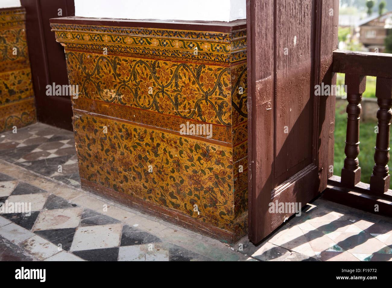Indien, Jammu & Kaschmir, Srinagar, Khwaja Manzil Nishati Haus dekoriert Haupttagungsraum papier Papiermache Stockbild