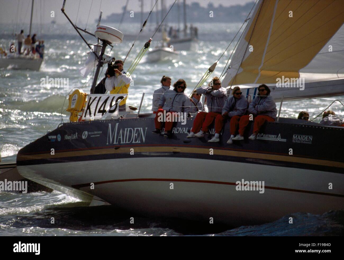 AJAXNETPHOTO. 1989. SOLENT, ENGLAND. -WHITBREAD RENNEN YACHT - MAIDEN (GBR) MIT SKIPPER VON TRACY EDWARDS IST EIN Stockbild