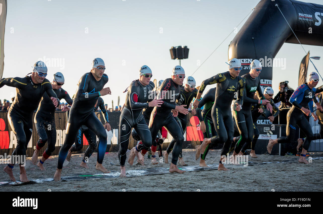 swimming race and crowd stockfotos swimming race and crowd bilder alamy. Black Bedroom Furniture Sets. Home Design Ideas