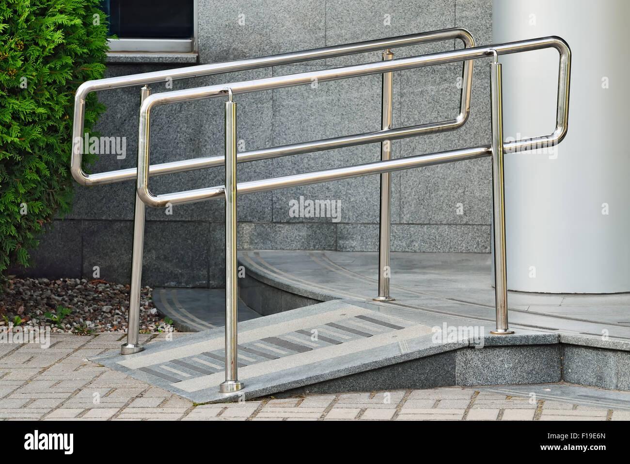 Ramp access stockfotos ramp access bilder alamy - Rampe bauen fur rollstuhl ...