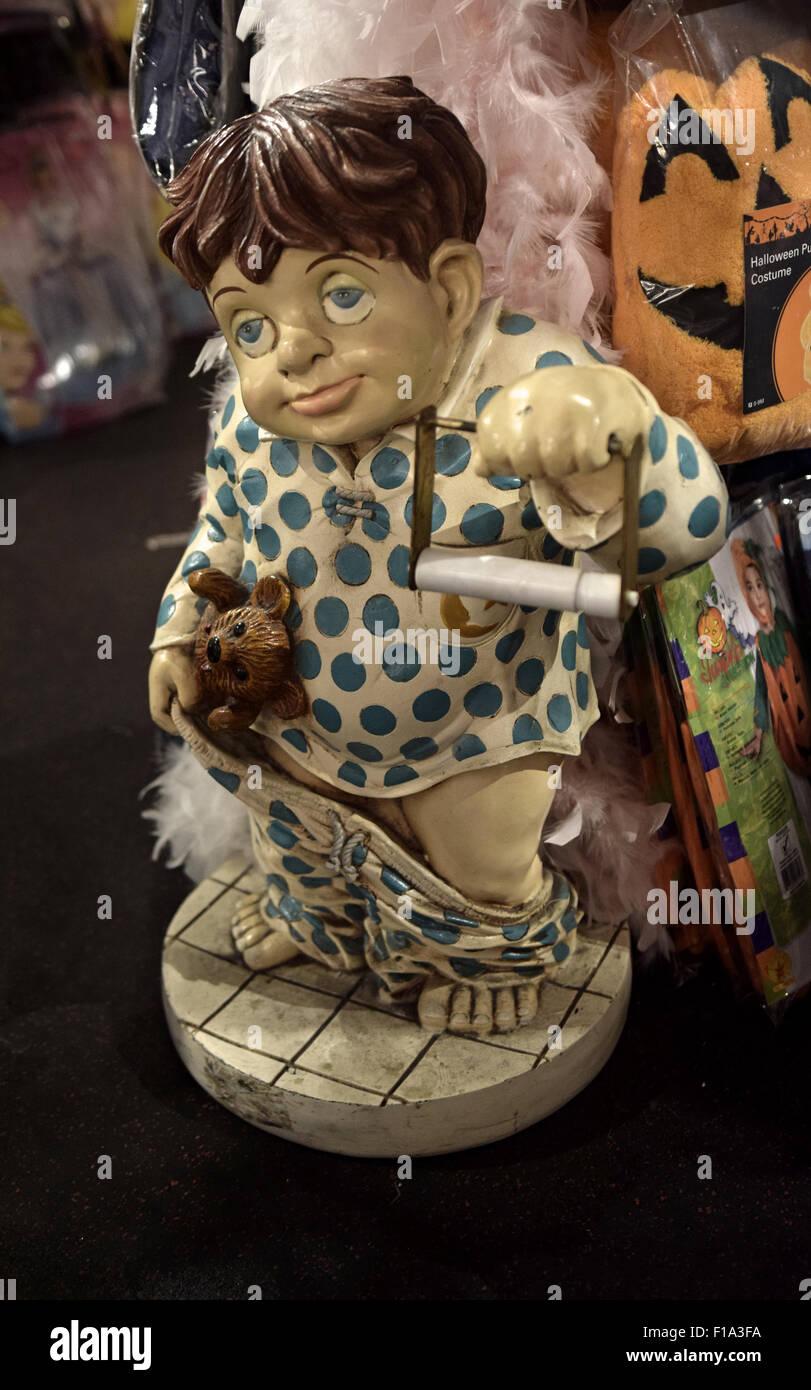 Eine bizarre Toilettenpapierhalter auf dem Display an das Halloween-Abenteuer in Greenwich Village, New York City Stockbild
