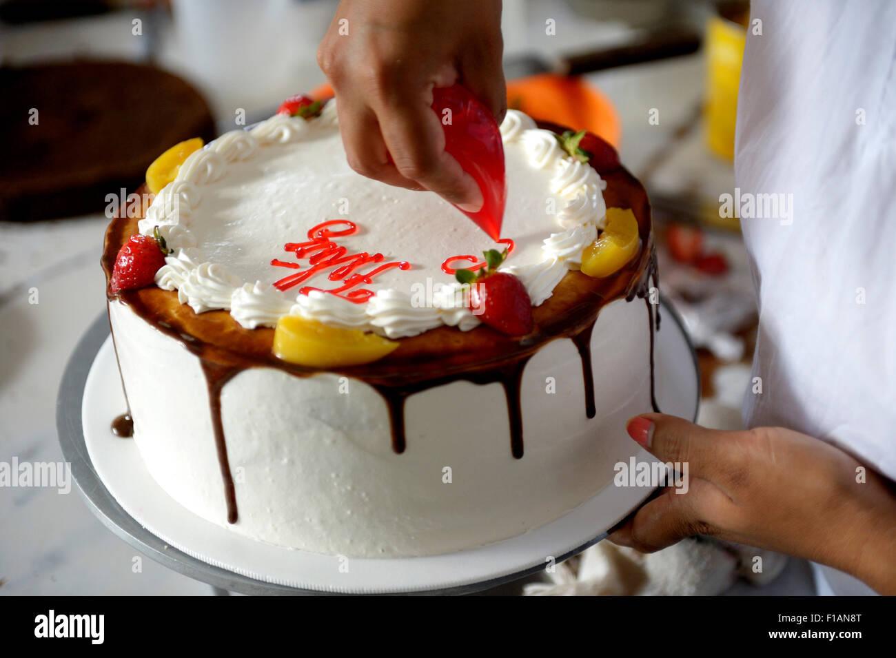 Geback Kochen Sahne Torte Verzieren Nahaufnahme Stockfoto Bild