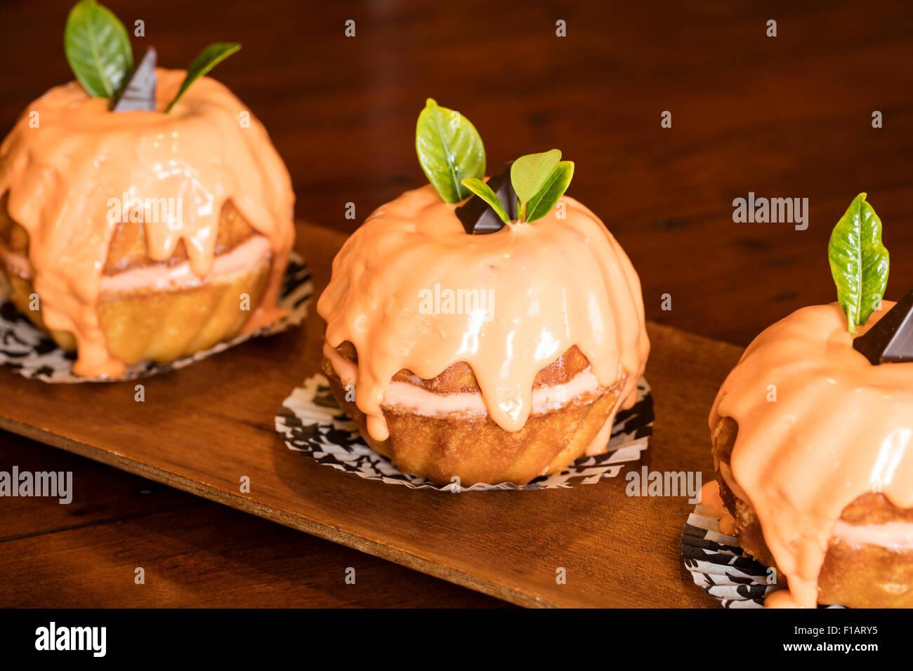 Mini Orange Bundt Kuchen Fur Eine Halloween Party Feier Mit Orange