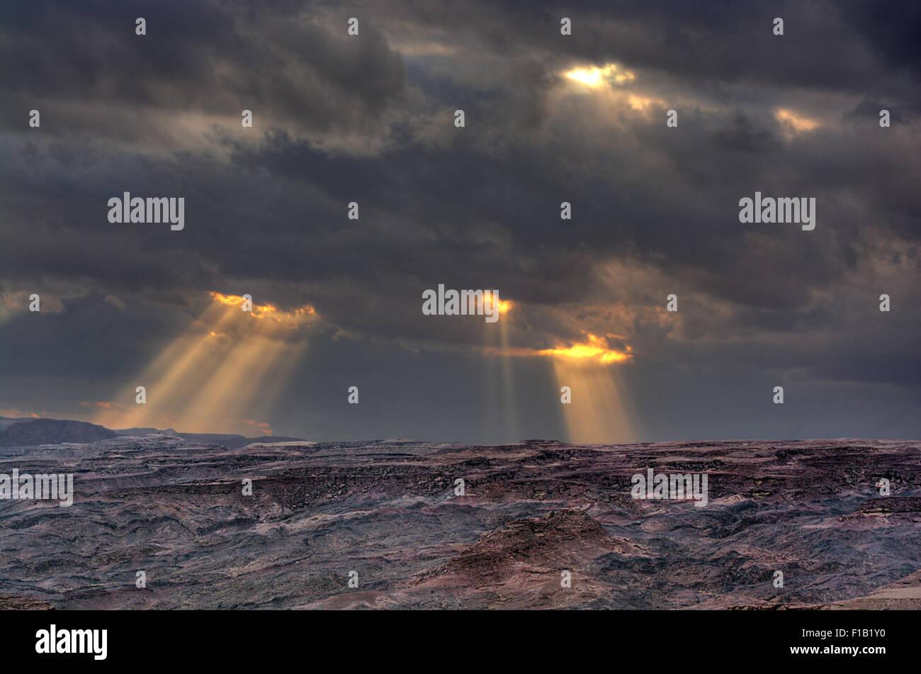 Inspirierende Himmel und Wüstenlandschaft Stockfoto