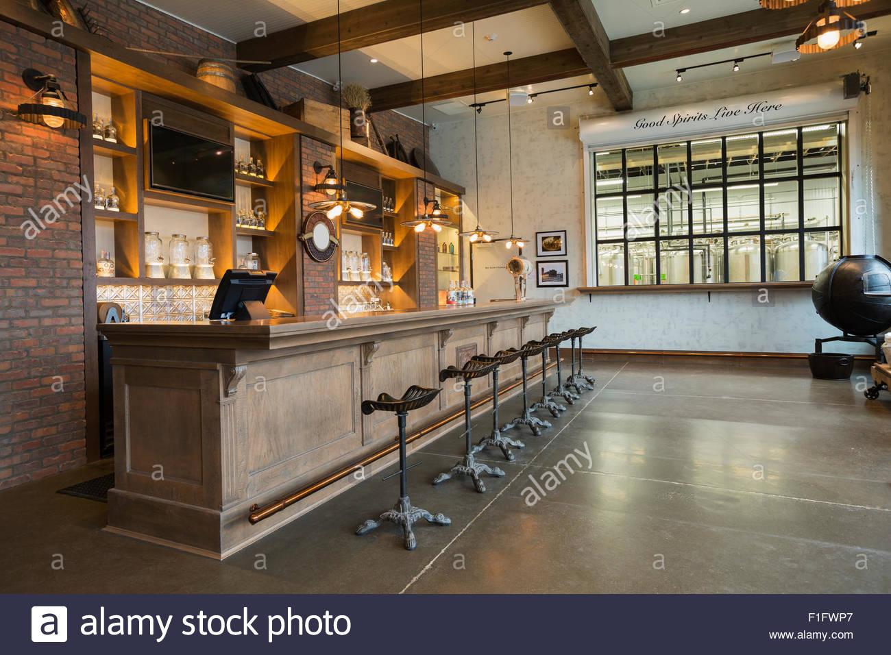 Leere Brennerei bar Stockbild