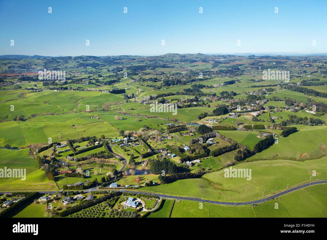 Ackerland und Lifestyle Eigenschaften, in der Nähe von City, South Auckland, Nordinsel, Neuseeland - Antenne Stockbild