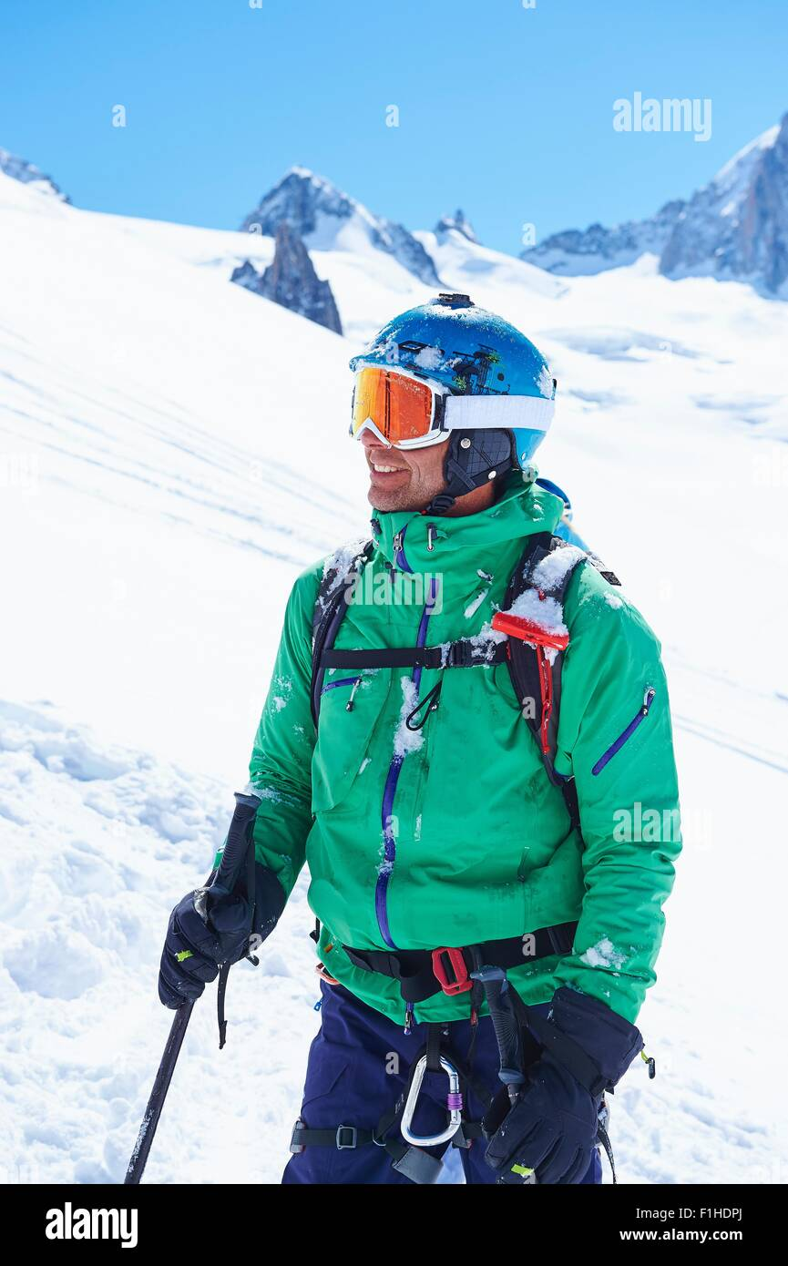 Porträt von Reifen männlichen Skifahrer am Mont-Blanc-Massiv, Graian Alpen, Frankreich Stockbild
