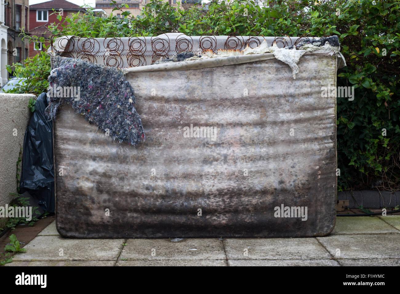 entsorgung matratze good bewertet mit von with entsorgung matratze fabulous ihre vorteile von. Black Bedroom Furniture Sets. Home Design Ideas