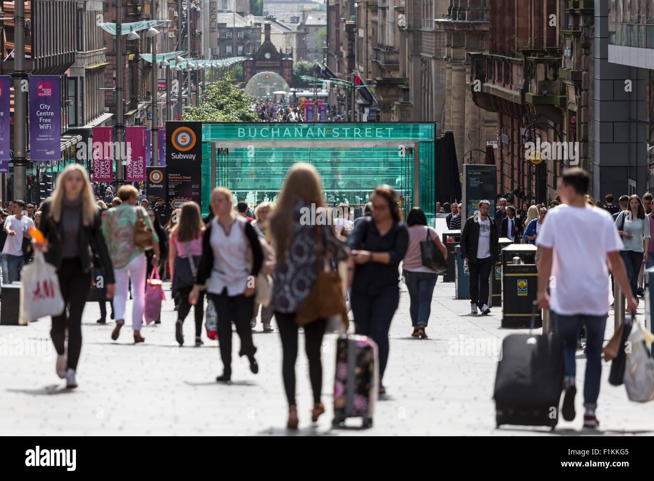 Blick nach Süden unten Buchanan Street in Glasgow City Centre, Schottland, UK Stockbild