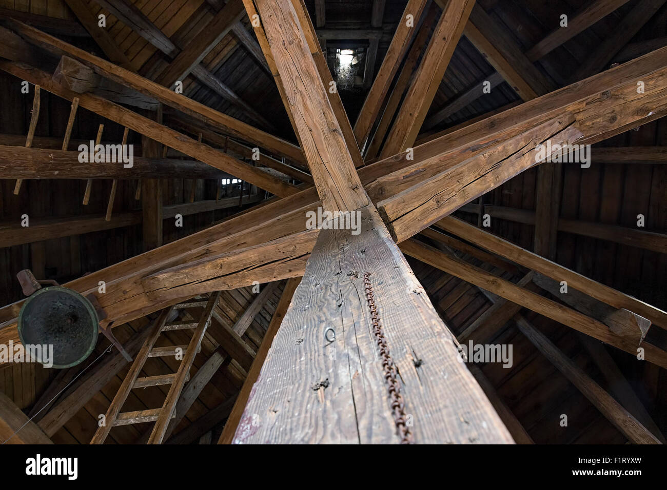 Alte holzbalken im dachgeschoss des historischen turm in prag stockfoto bild 87193313 alamy - Alte holzbalken kaufen ...
