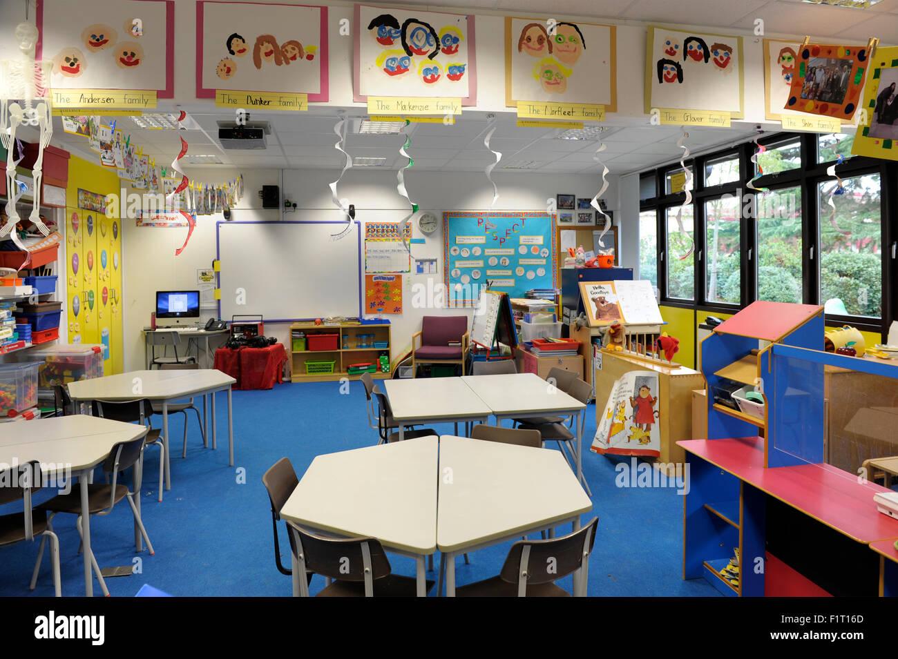 Empty Classroom And Desks Stockfotos & Empty Classroom And Desks ...