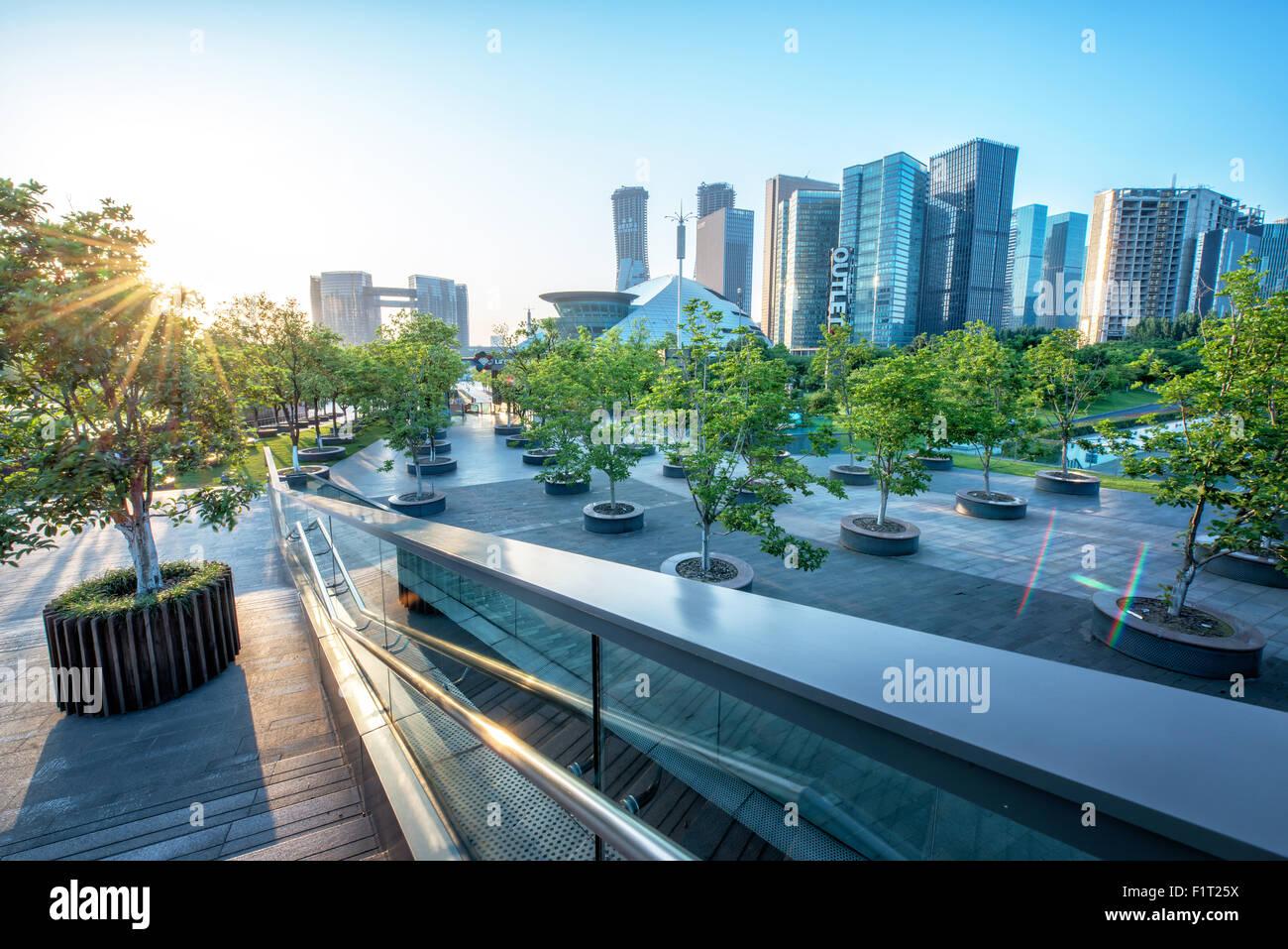 Großstadtdschungel, modernen Hangzhou Jianggan Stadtbild an einem schönen Tag, Hangzhou, Zhejiang, China, Stockbild