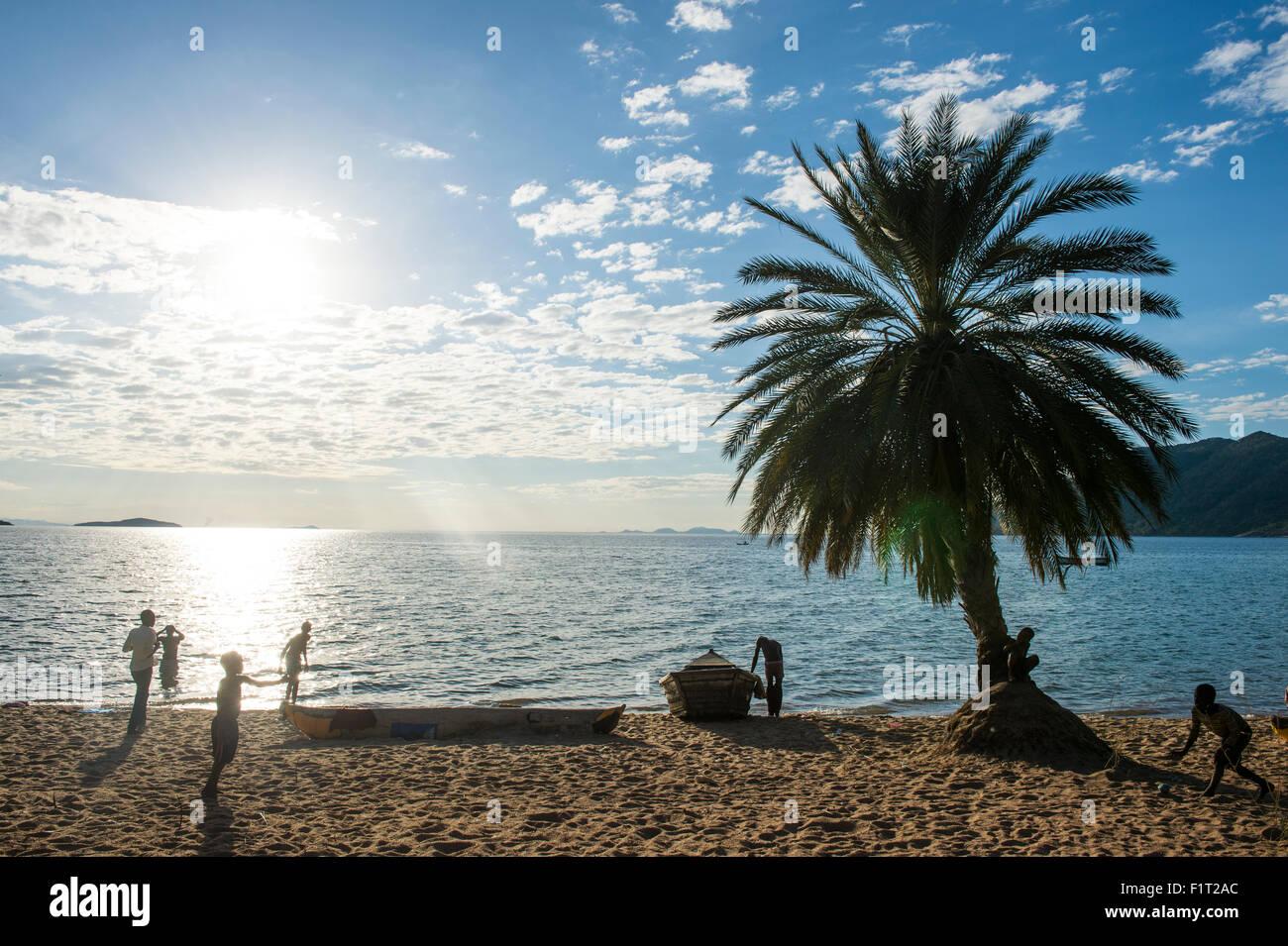 Hintergrundbeleuchtung des Cape Malcear, Lake Malawi, Malawi, Afrika Stockbild