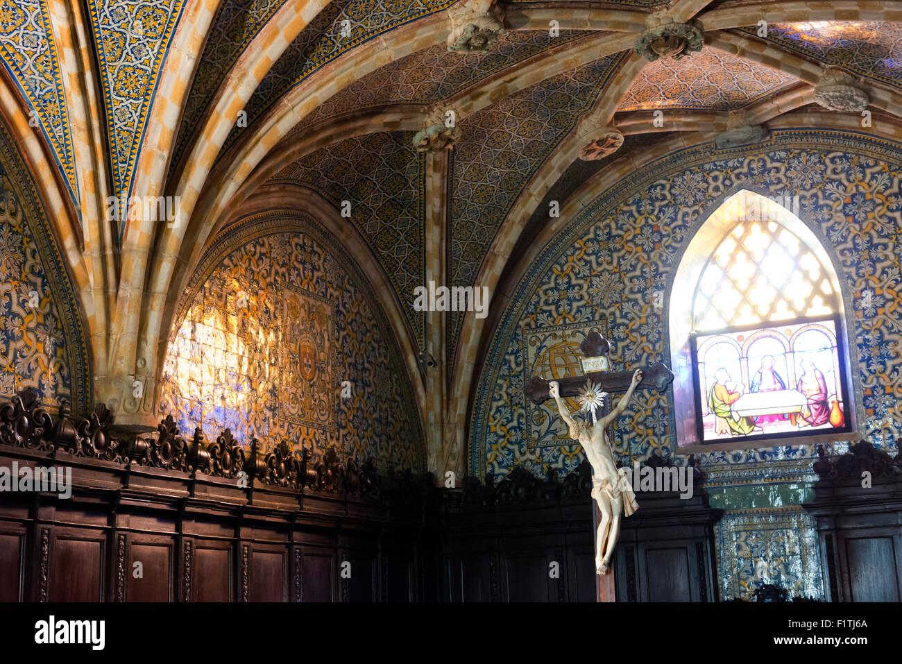 Im Inneren der Kapelle des Nationalpalastes Pena, in der Nähe von Sintra. Stockbild