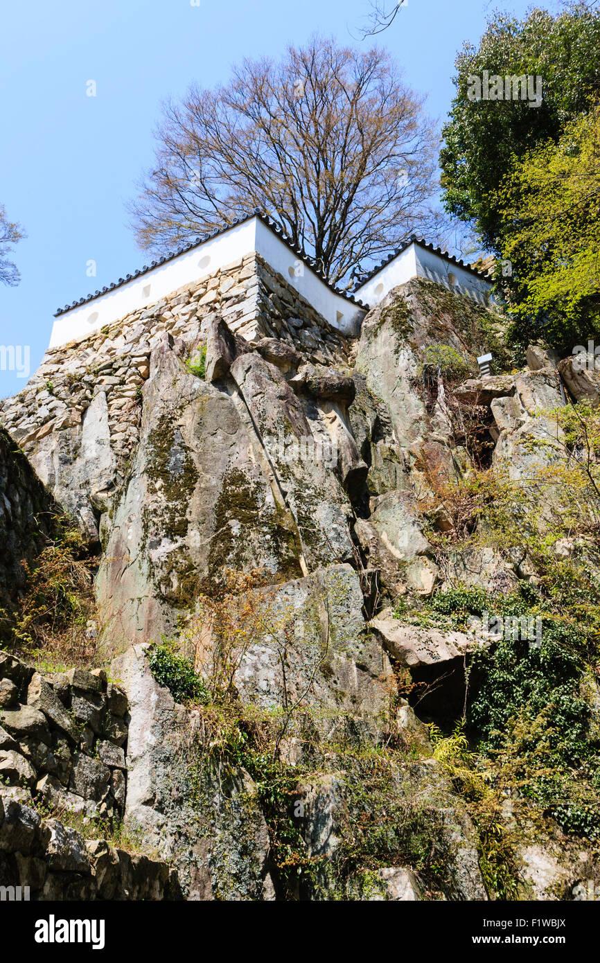 Japan, Takahashi, Bitchu Matsuyama Castle. Steinmauern, Ishigaki, der zerstörten Otemon Tor, mit dem sannomaru Bailey, Stockfoto
