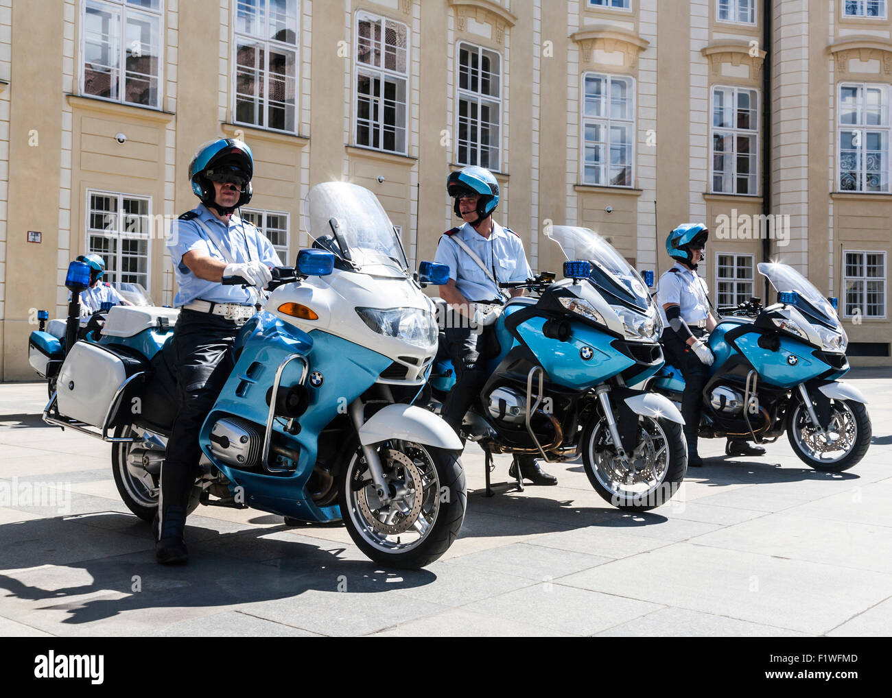 tschechien motorrad polizei auf der prager burg prag. Black Bedroom Furniture Sets. Home Design Ideas