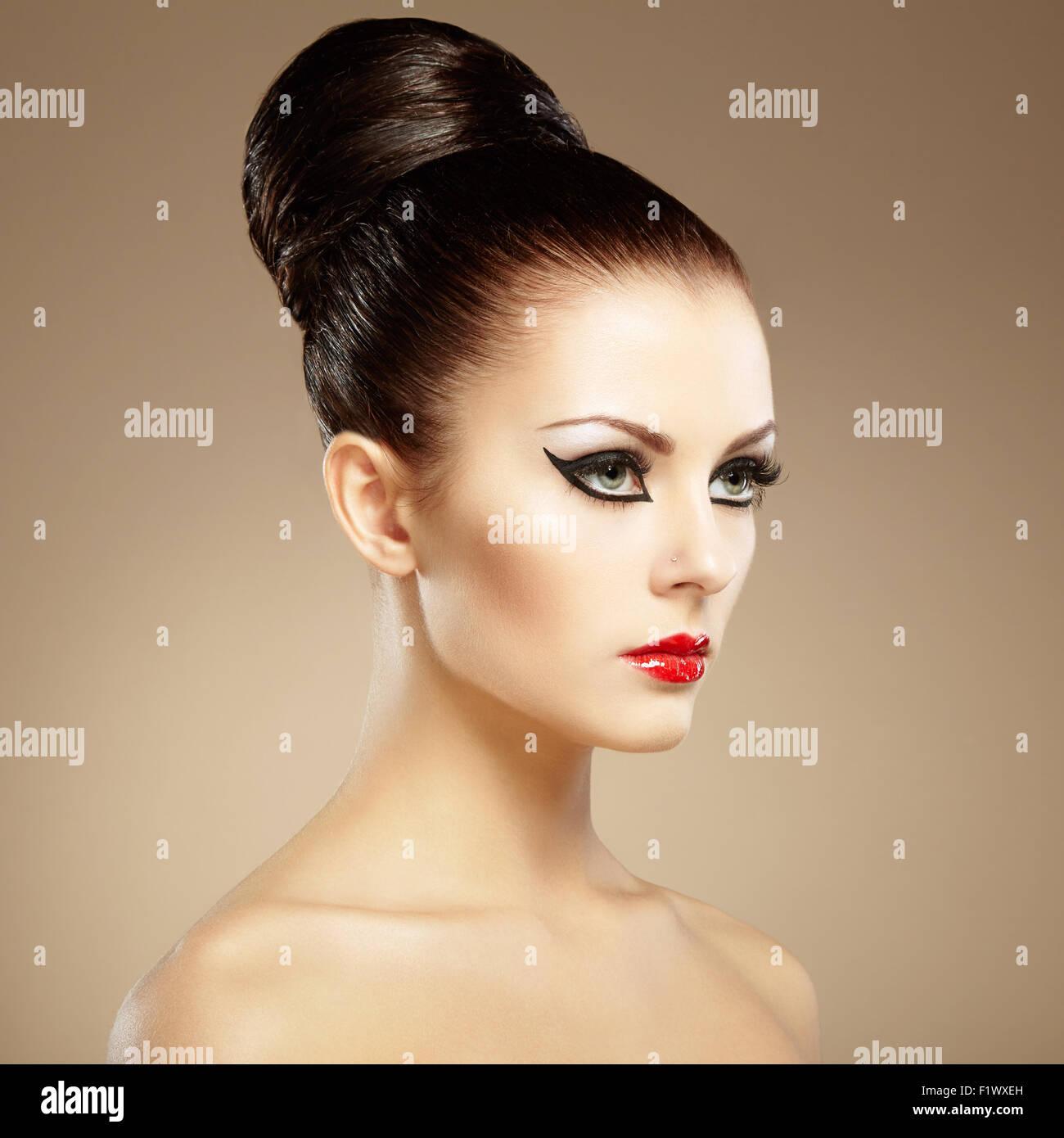 Traumhaft Schone Frau Photography: Porträt Von Schöne Sinnliche Frau Mit Elegante Frisur