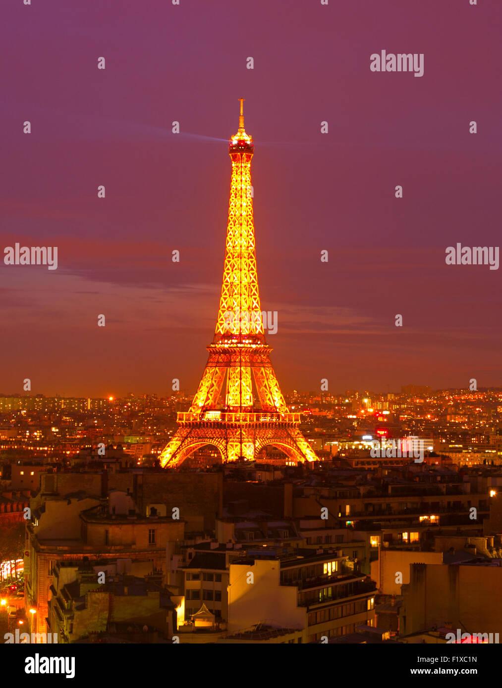 Eiffel Turm Licht Leistung zeigen in der Nacht. Stockbild