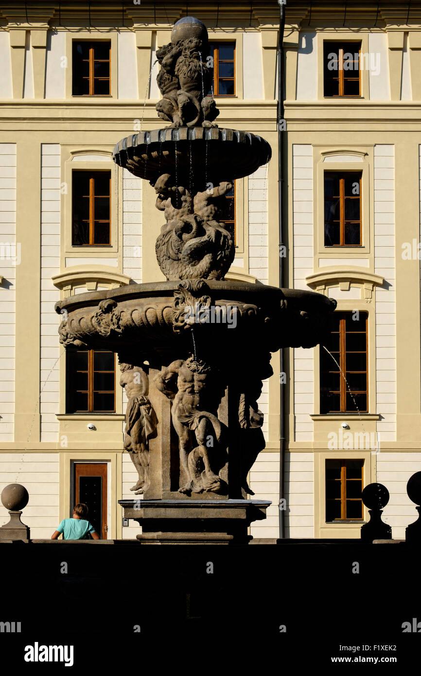 Kohls Brunnen Im Inneren Der Burg Hradschin In Prag, Tschechische Republik,  Europa Stockbild
