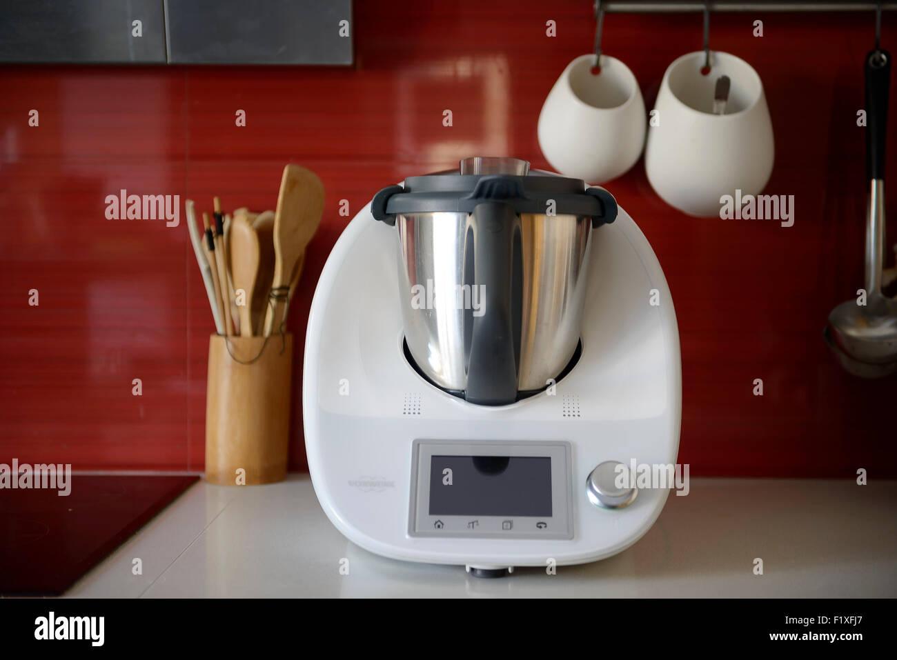 Küchenmaschine Vorwerk Thermomix TM5 auf einen Zähler für ...
