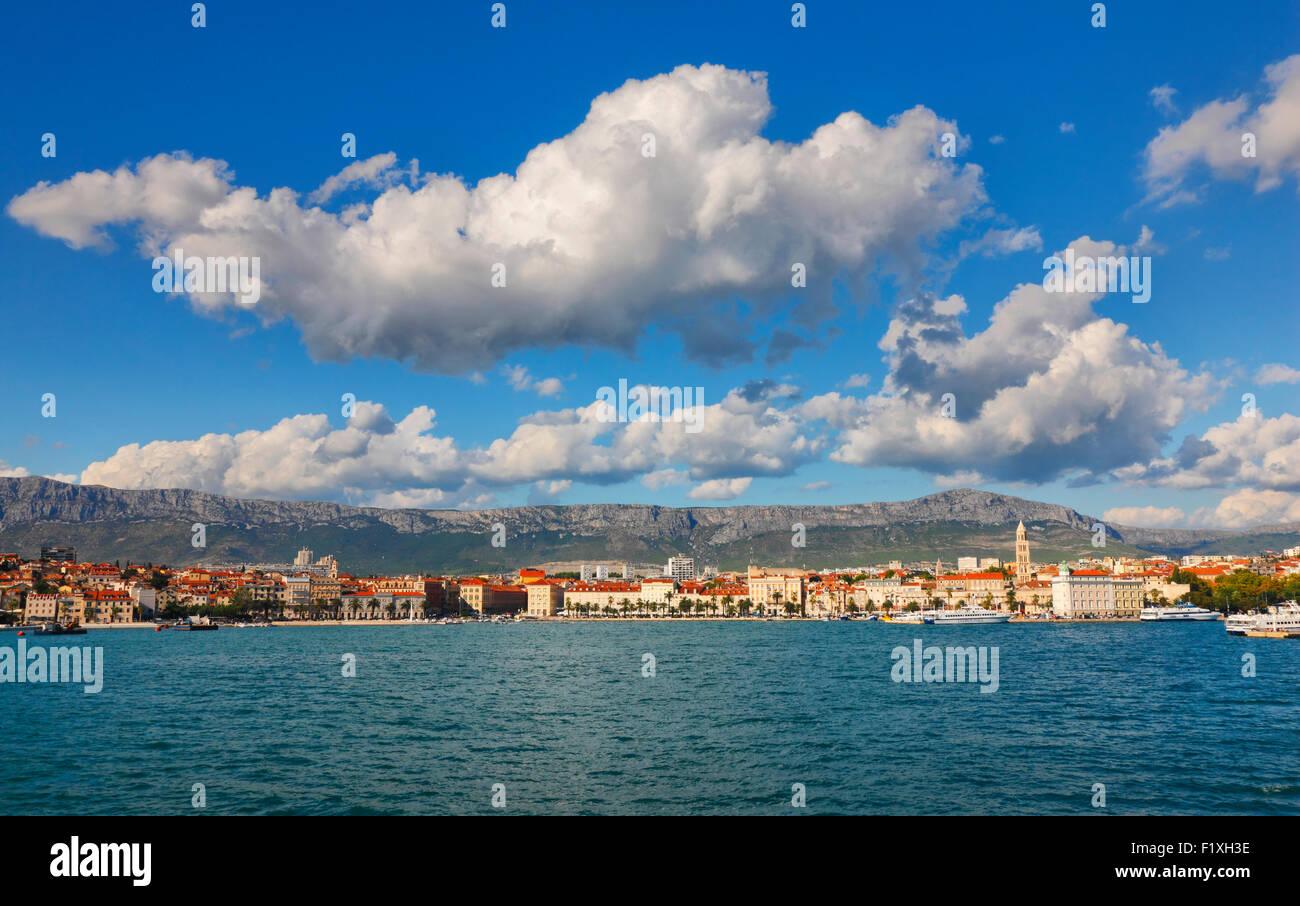 Skyline von Split, Dalmatien, Kroatien. Stockbild
